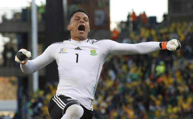 Francia-Sudafrica 1-2: il portiere sudafricano Moeneeb Josephs (Reuters)