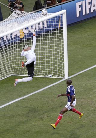 Francia-Sudafrica 1-2: un salvataggio di Josephs (Reuters)
