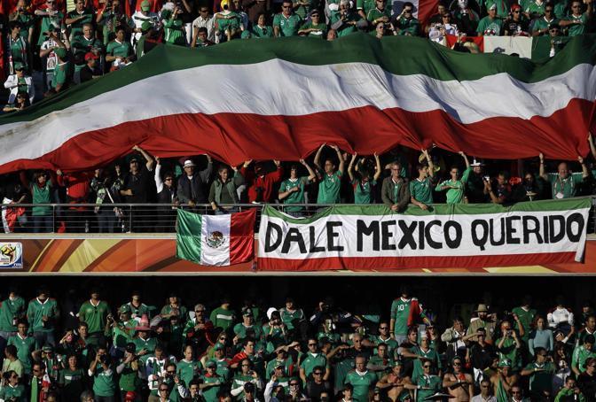 Messico-Uruguay 0-1: tifosi messicani (Ap)