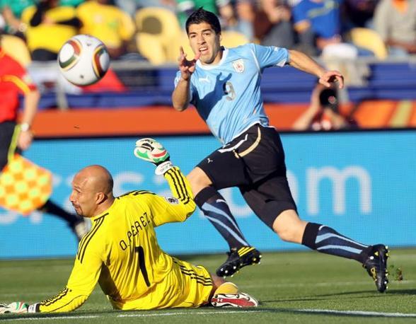 Messico-Uruguay 0-1: Perez e Suarez (Epa)