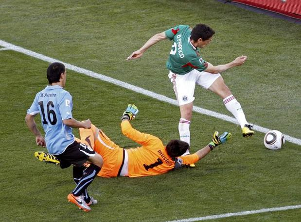 Messico-Uruguay 0-1: Franco prova un tiro in porta (Reuters)