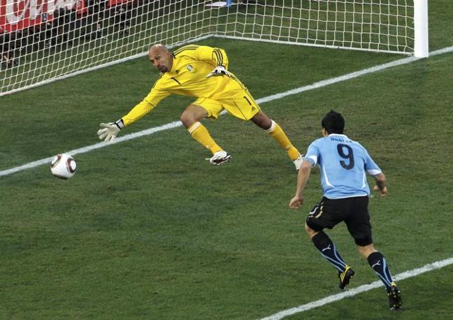 Messico-Uruguay 0-1: il gol di Suarez (Reuters)