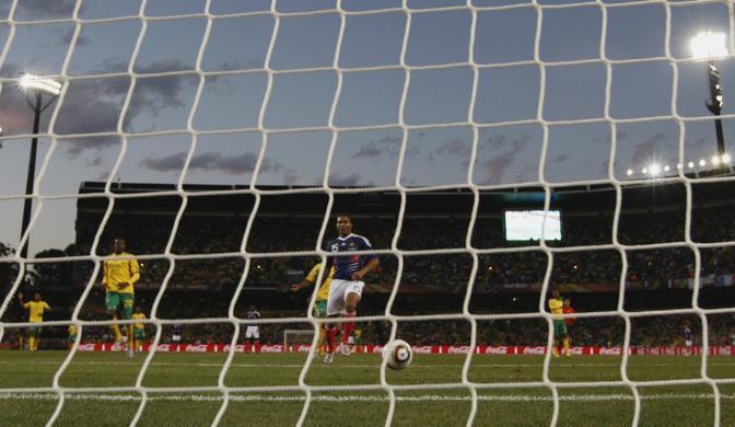 Francia-Sudafrica 1-2: il gol di Malouda annulla le ultime speranze di qualificazione per il Sudafrica (Reuters)