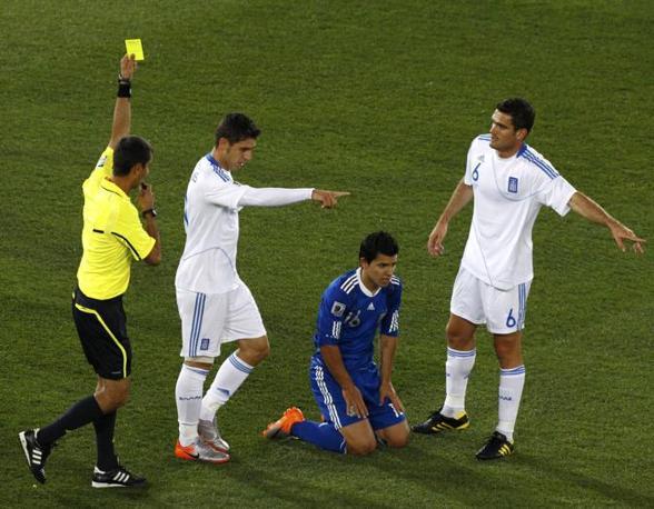 Grecia-Argentina 0-2: cartellino giallo per Katsouranis (Reuters)