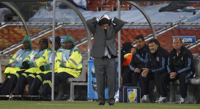Grecia-Argentina 0-2: Maradona (Reuters)
