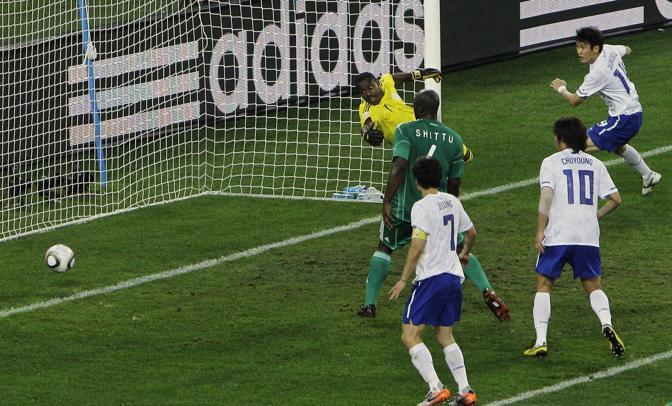 Nigeria-Corea del Sud 2-2: il gol di Lee Jung Soo (Ap)