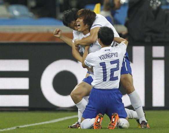 Nigeria-Corea del Sud 2-2: l'esultanza di Park Chu-Young (Reuters)