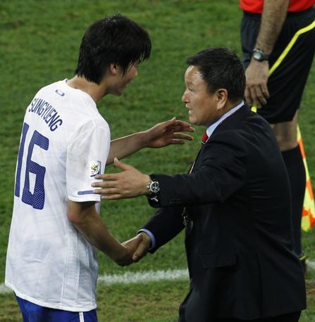 Nigeria-Corea del Sud 2-2: il ct sudcoreano Huh Jung-Moo (Ap)