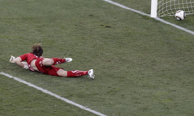 Il gol che porta in vantaggio la Slovacchia al 25esimo (Reuters)