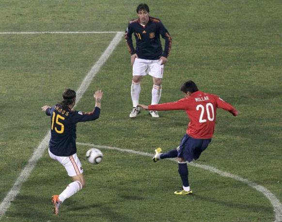 Cile-Spagna: il gol del cileno Rodrigo Millar  (Reuters)