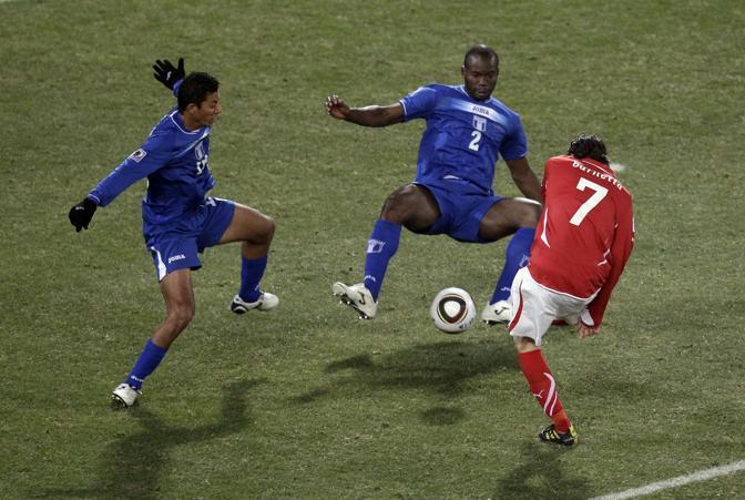 Svizzera-Honduras: un tiro dello svizzero Tranquillo Barnetta (Ap)