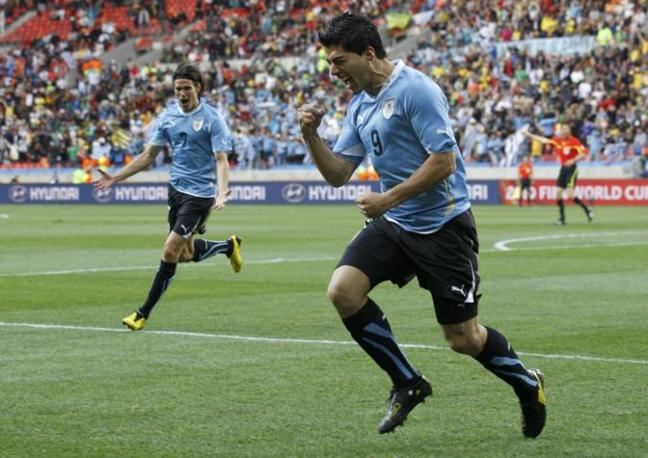 Suarez esulta dopo il primo gol (Reuters)