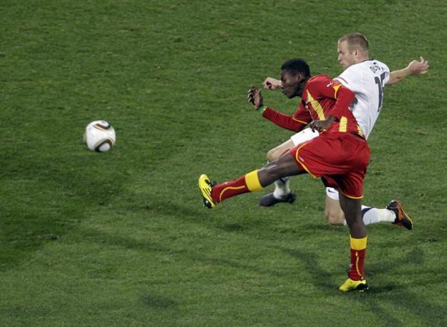 Al 1' del primo tempo supplementare Gyan riporta in vantaggio il Ghana (Ap)