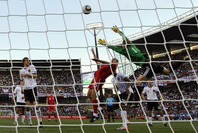 Germania-Inghilterra. Gol di testa per l'Inghilterra di Matthew Upson  (Reuters)