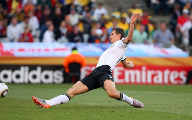 Germania-Inghilterra. Scivolata di  Miroslav Klose Catherine Ivill/AMA)