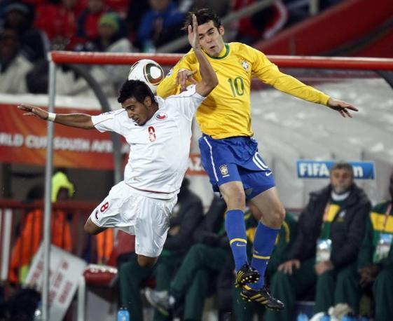 Brasile-Cile: un contrasto tra Arturo Vidal e Kakà (Ap)