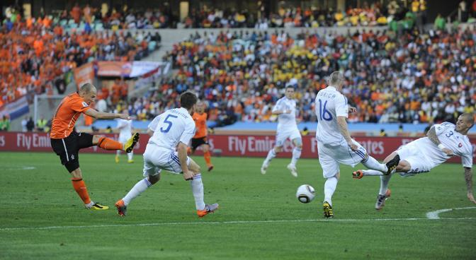 Olanda-Slovacchia: Robben segna il primo goal per l' Olanda  (Ap)