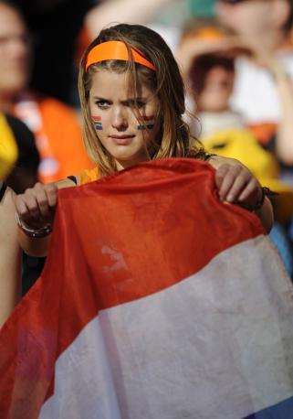 Olanda-Slovacchia: una tifosa orange (apresse)