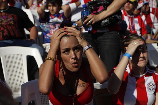 L'arbitro fischia: il sogno del Paraguay è finito e così la «partecipazione» di Larissa al Mondiale (Ap)