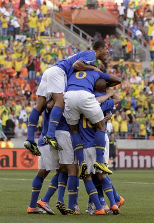 Olanda-Brasile 2-1: la momentanea gioia dei verdeoro  sullo 0-1 (Reuters)