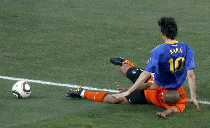 Olanda-Brasile 2-1: Kakà cade su de Jong (Reuters)