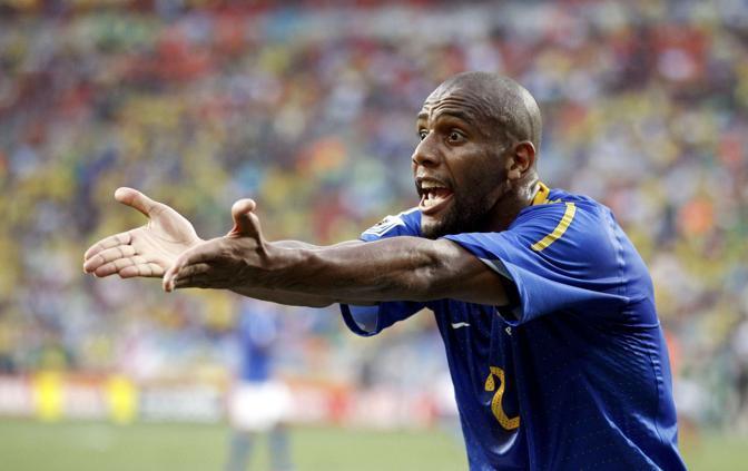 Olanda-Brasile 2-1: Maicon (Reuters)