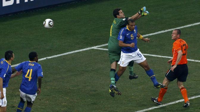 Olanda-Brasile 2-1: l'autogol di Felipe Melo, al 9' del secondo tempo (Reuters)