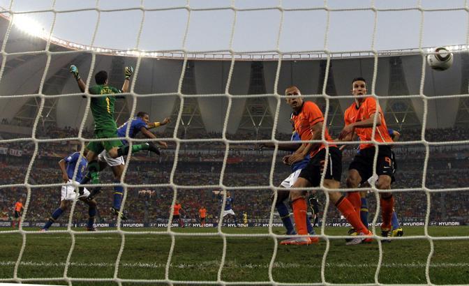 Olanda-Brasile 2-1: l'autogol di Felipe Melo (Ap)