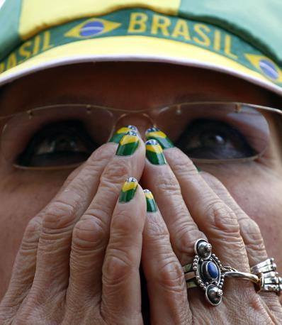 Olanda-Brasile 2-1: delusione di una tifosa brasiliana (Reuters)