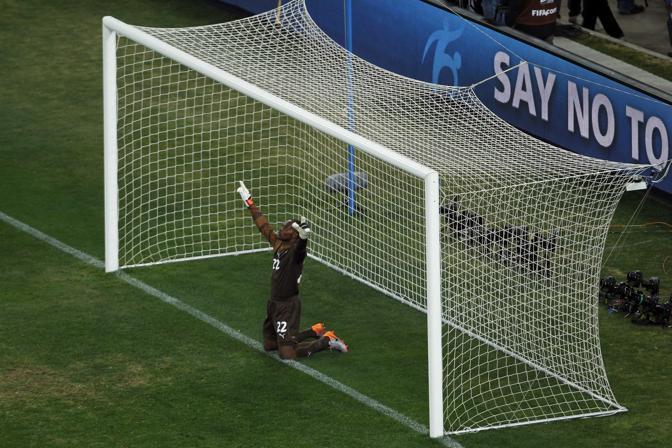 Uruguay-Ghana 5-3: la preghiera del portiere ghanese Kingson prima del match (Ap)