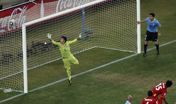 Uruguay-Ghana 5-3: il portiere uruguagio Muslera (Ap)