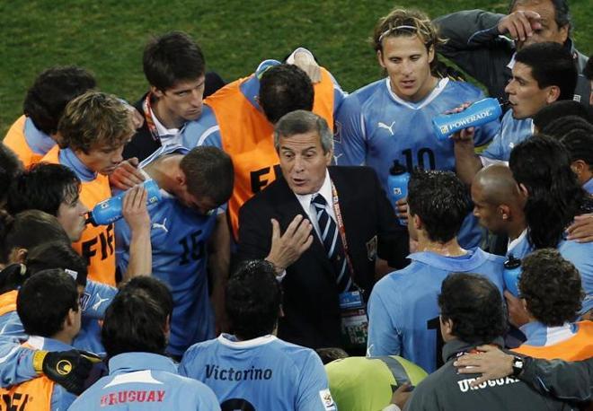 Uruguay-Ghana 5-3: Tabarez consiglia la strategia ai suoi (Ap)