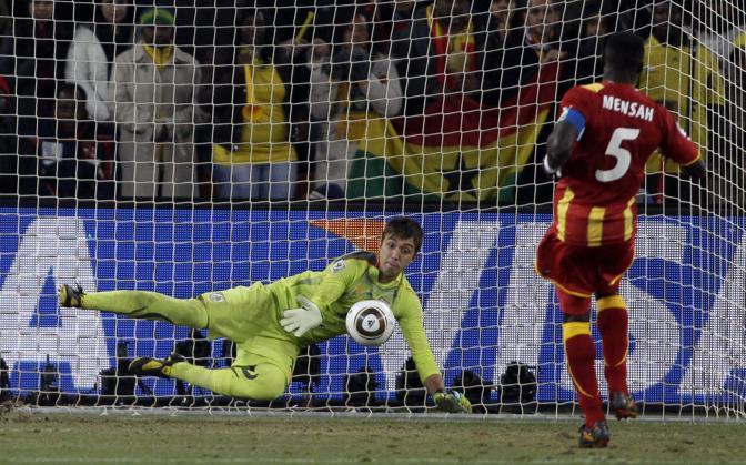Uruguay-Ghana 5-3: il rigore sbagliato da Mensah (Ap)