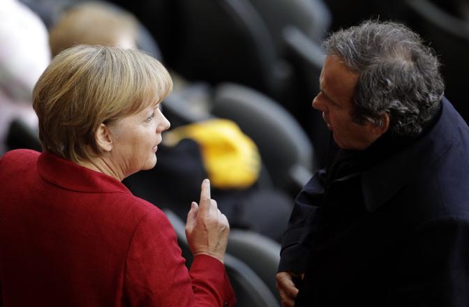 La Merkel con Michel Platini (Ap)