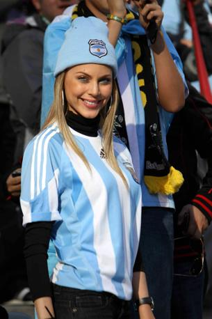 Una tifosa argentina... (Infophoto)