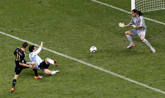 Klose mette la partita in cassaforte: 4-0 (Reuters)