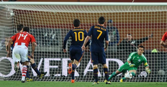 Villar para il secondo rigore di Xabi Alonso (Liverani)