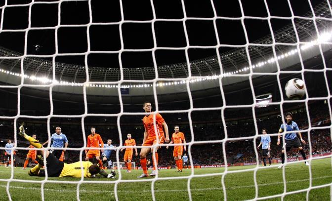 Il gol di Maximiliano Pereira nel finale. Finisce però 3 a 2 per l'Olanda (Ap)