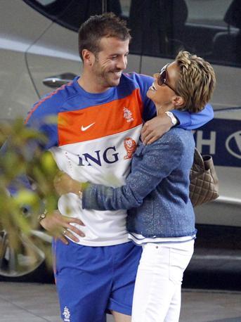 Ancora un'immagine di Rafael van der Vaart con la moglie Sylvie (Reuters)