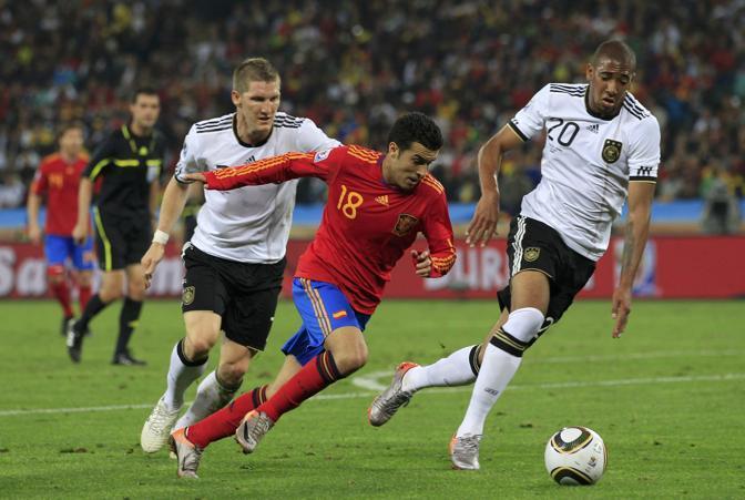 Sarà Olanda-Spagna la finale del Mondiale sudafricano. Le Furie rosse, infatti, battono 1-0 in semifinale la Germania e raggiungono così gli Orange. Di Puyol, al 73', la rete che spedisce i campioni d'Europa in finale (Reuters)