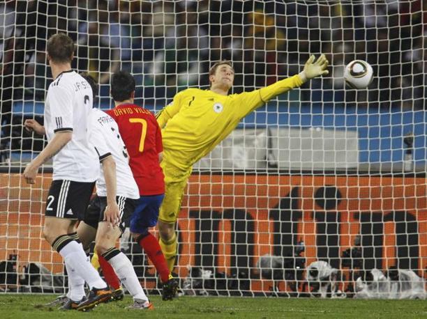 Il gol di Carles Puyol, fuori quadro (Reuters)