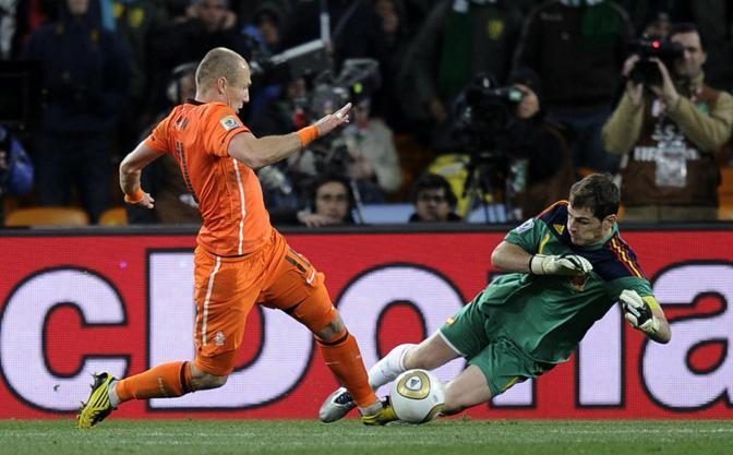 Ancora Casillas su Robben  (Martin Meissner / Ap)