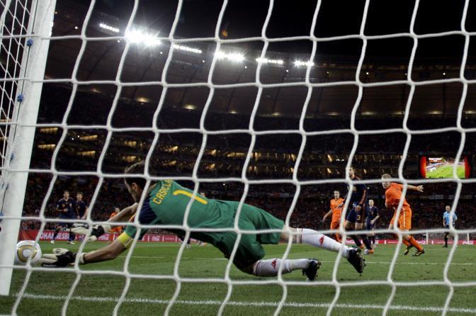 Casillas interviene su un'insidiosa palla bassa e angolata (Matt Dunham / Ap)