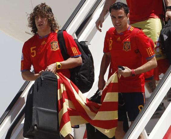 Xavi Hernandez (a destra) e Carles Puyol (Reuters/Gustau Nacarino)