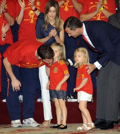 Le principessine con i genitori, Felipe e Letizia (Afp/Dominique Faget)
