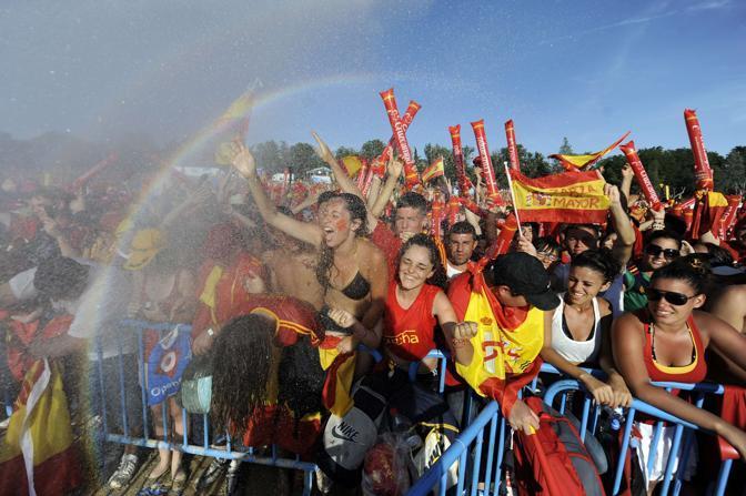 Ore di attesa sotto il sole per i tifosi (Afp/Dani Pozo)