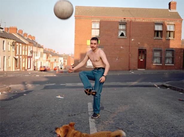 Belfast, Irlanda del Nord, 1999. Foto: Donovan Wylie, Magnum Photos