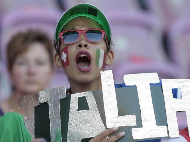 E' finita 1-1 la partita amichevole con la Svizzera, a Ginevra, ultimo test per gli Azzurri prima della partenza per il Sudafrica. Molti i tifosi accorsi per sostenere la Nazionale (Omega)