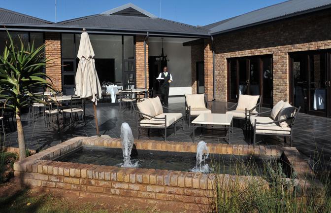 Ecco l'hotel Leriba Lodge, a Centurion, sede del ritiro della nazionale azzurra durante i mondiali sudafricani. La struttura sarà controllata notte e giorno da 40 agenti di polizia  (Ipp)