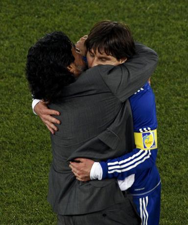 L'abbraccio con Messi (Reuters)